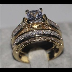 New 14 k yellow gold wedding ring set